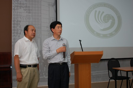 Jing Zhaoxun and Zhu Yufu presenting the Qufu University and Confucius Institute to the audience in Chekhov Public Library