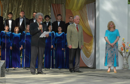 Heinz Setzer, delivering his speech at the Taganrog City Festival dedicated to Saint Cyrill and St. Mephodius. Taganrog Gorky Park, May, 21