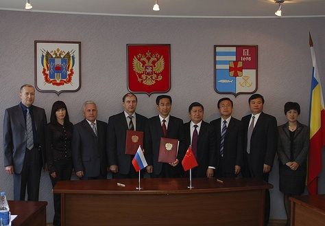 Russian and Chinese sides after the signing ceremony