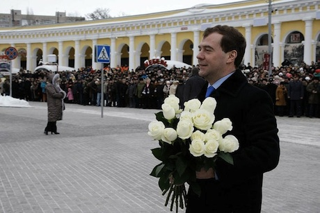 Medvedev lays down flowers to Chekhov Monument in Taganrog