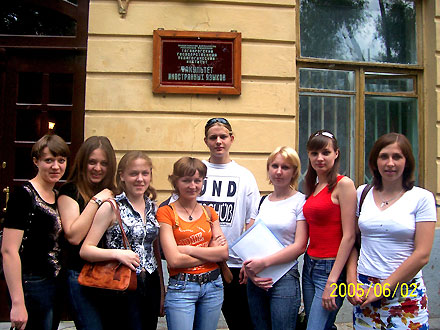 Moritz Fischer with German language students of Taganrog Teachers' College