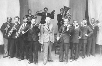 The First Eccentric Orchestra of the Russian Federated Socialist Republic - Valentin Parnakh's Jazz Band (1922)