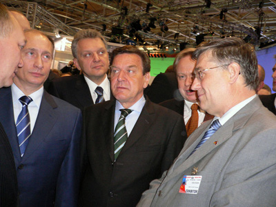 Vladimir Putin (left), German Chancellor Gerhard Schröder and Victor Kobzev, Director of Beriev Aircraft Company (right) at Hannover Fair 2005